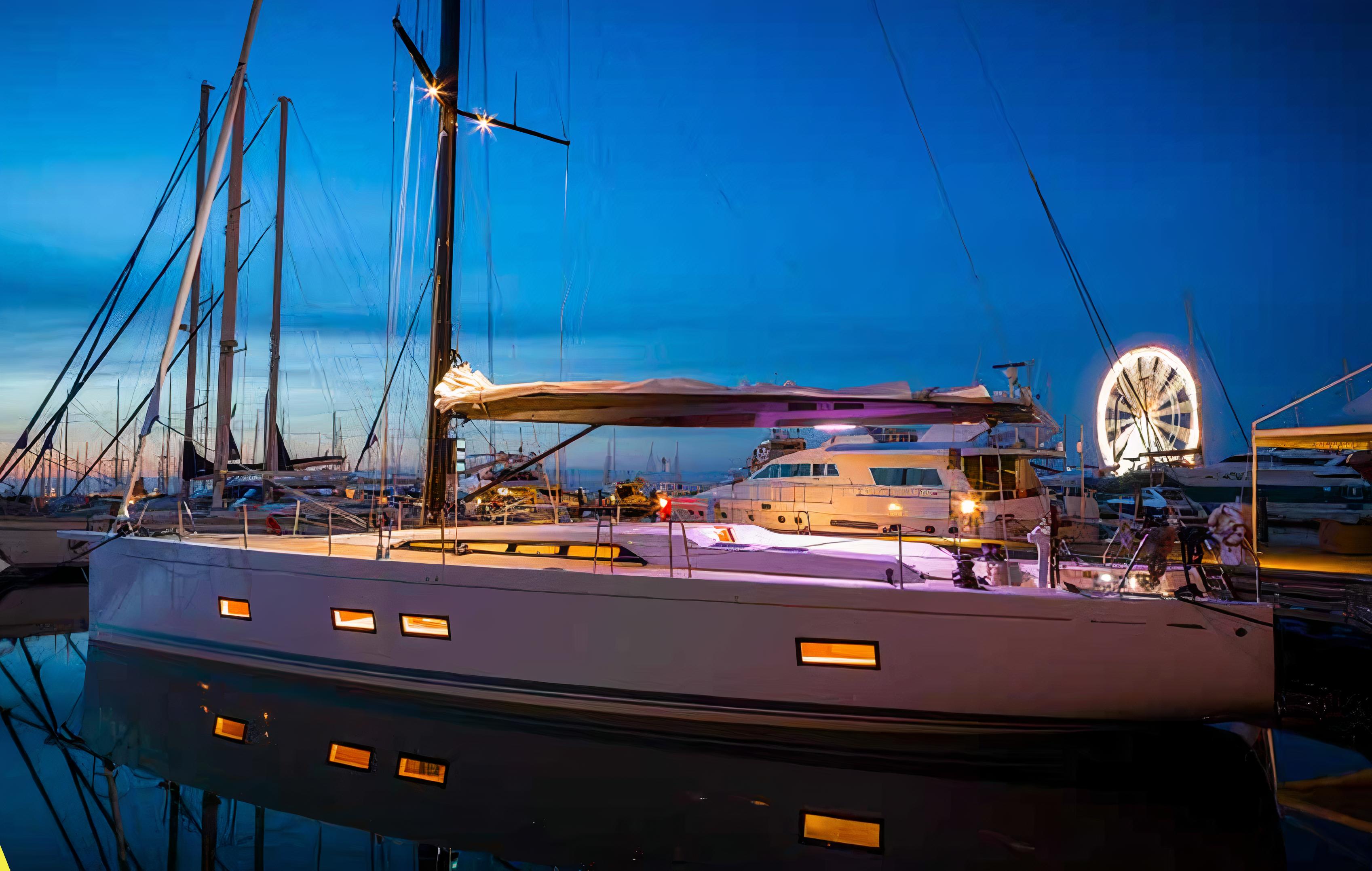 Sailboat with Navigation Lights © Axxon, via Mantagua
